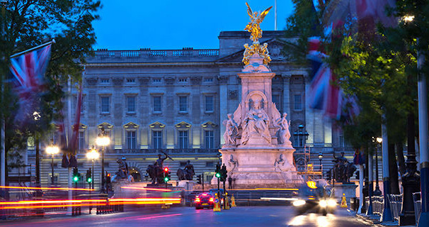 london-tour-buckingham-palace-dusk-2015.jpg